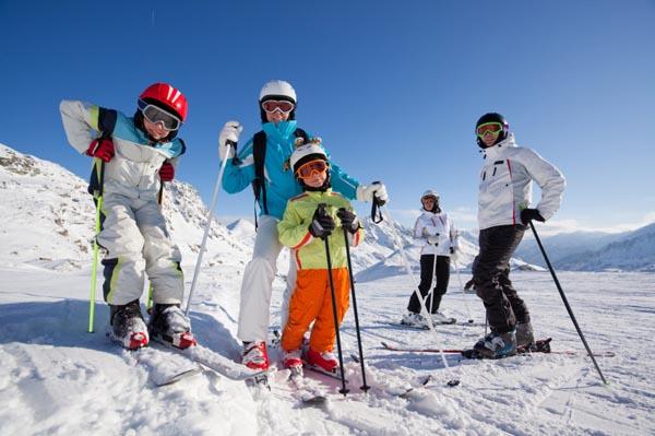 family-skiing-winter-sports